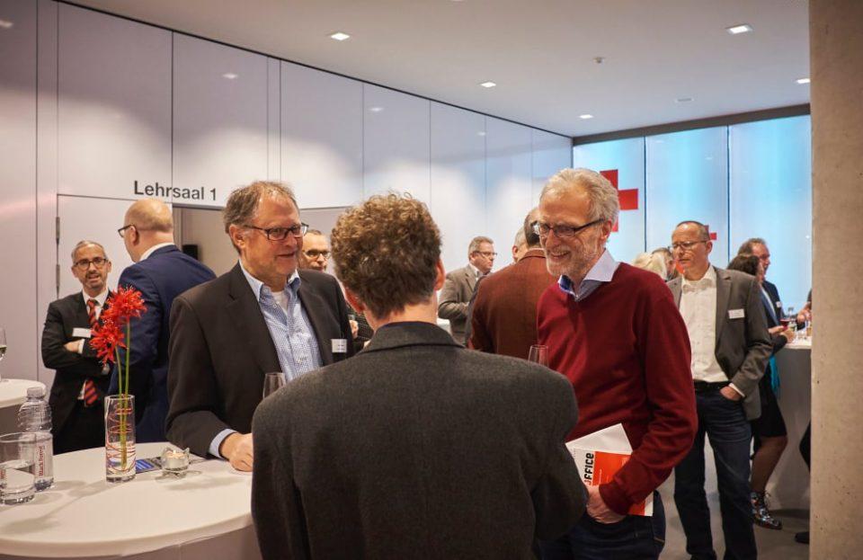 Gespräche Unternehmertreff mehrere Personen