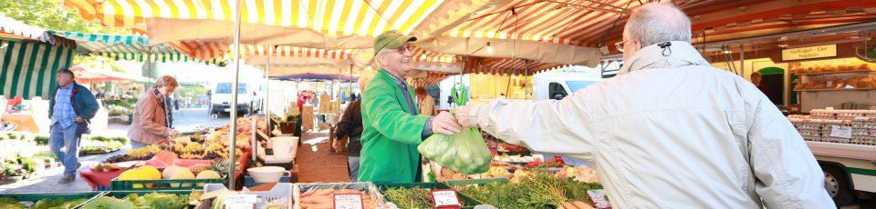 Marktstand Obst und Gemuese