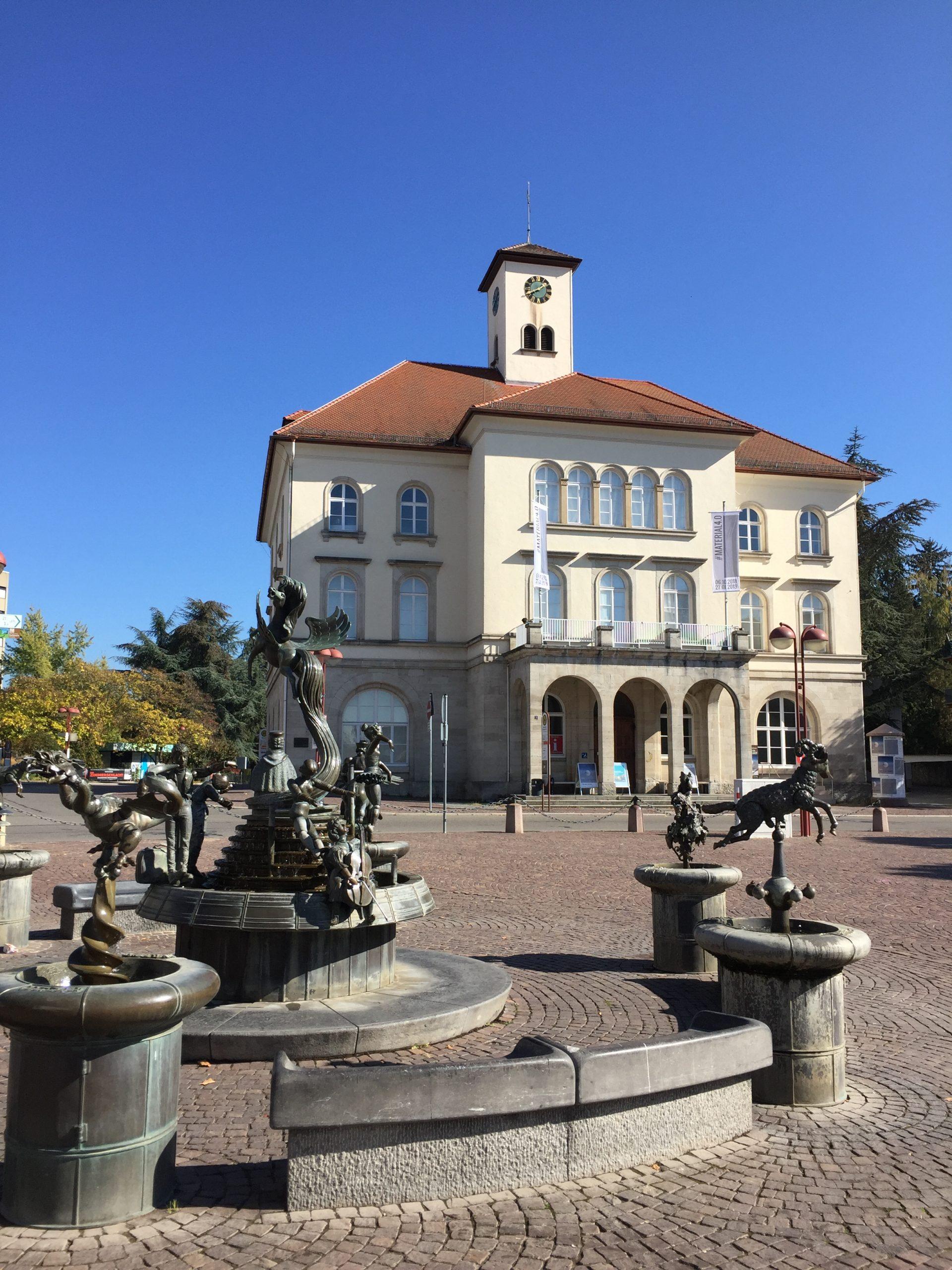 Galerie mit Freundschaftsbrunnen