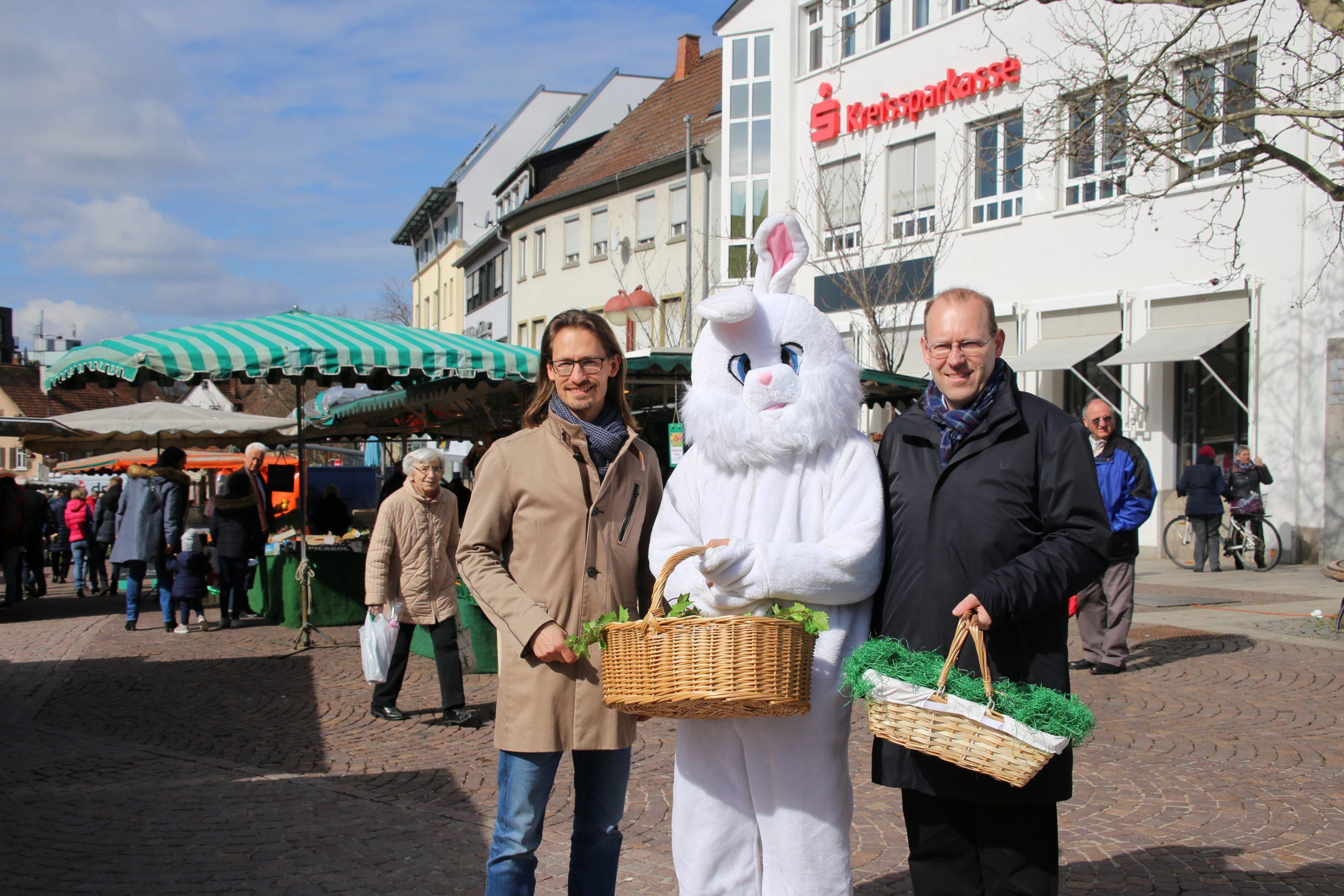 Osterhasenaktion auf dem Wochenmarkt