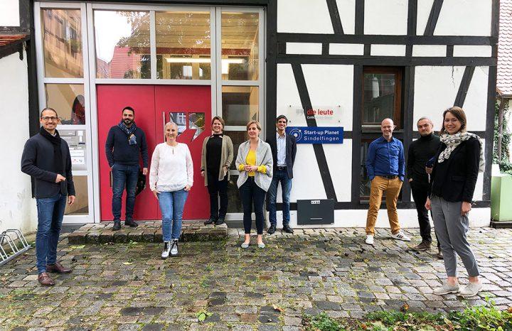 Vor dem Start-up Planet Sindelfingen: Die beiden neuen Gründerteams von der NovaLoop GmbH und von casapix sowie das Gründerteam der Agency AK media, das weiter gefördert wird.
