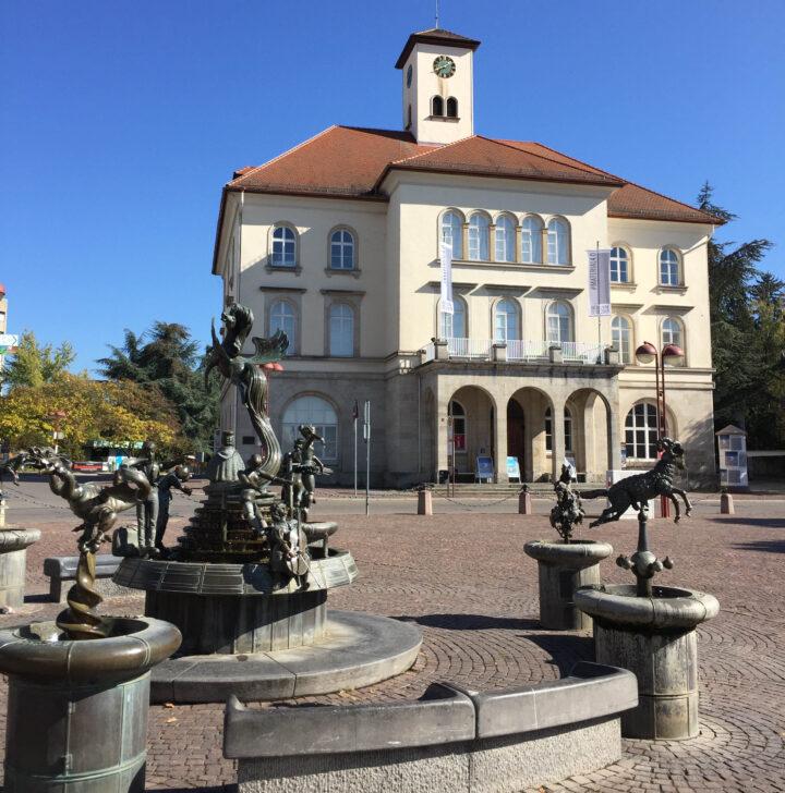 Galerie und Freundschaftsbrunnen_1